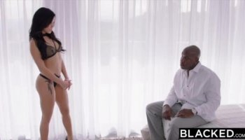Curvy Brooke loves her sybian